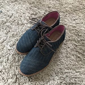 NWOT Toms Oxford size 6.5